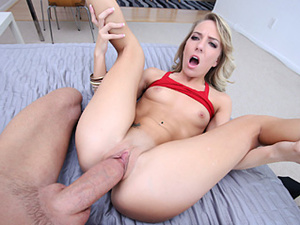 Amateur blonde gets big cock to enjoy deepthroat