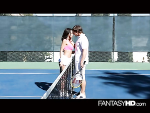 Big dicked dude hotly fucks brunette chick at tennis court