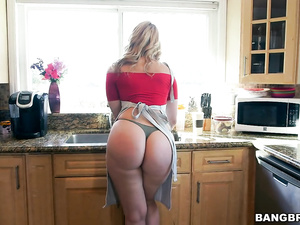 Exciting blonde housewife Alexis Texas wearing hot apron fucks young guy