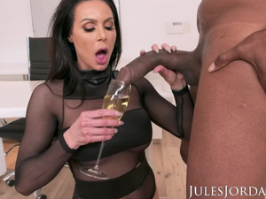 Steaming hot brunette Kendra Lust is having hot interracial hardcore